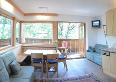 Appartement 28: Wohnküche mit Balkon